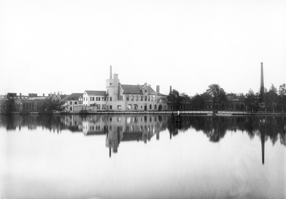 Munktellstaden, sett från andra sidan ån, 1918